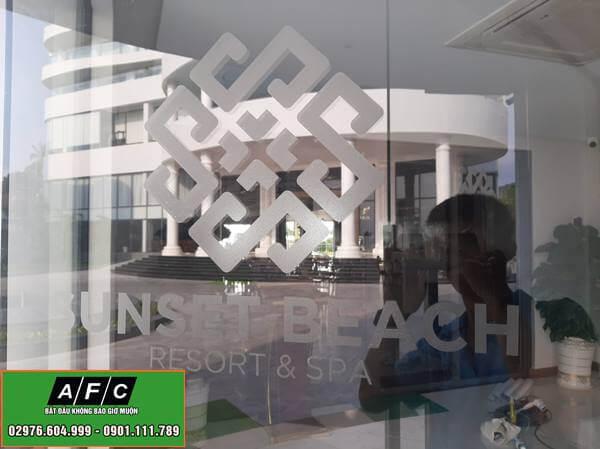 Dán Decal cửa kính văn phòng tại Phú Quốc